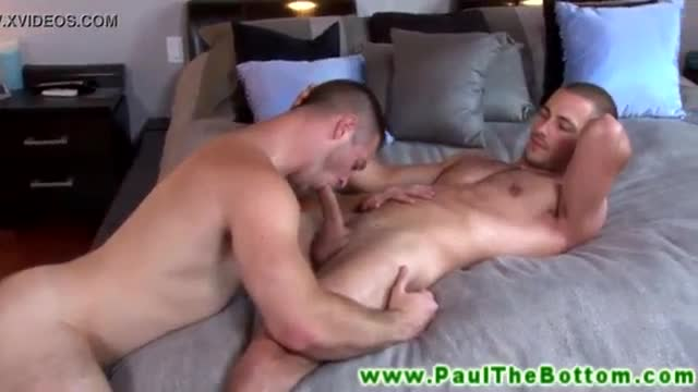 Muscle bottom sucking on thick cock and wants to fuck