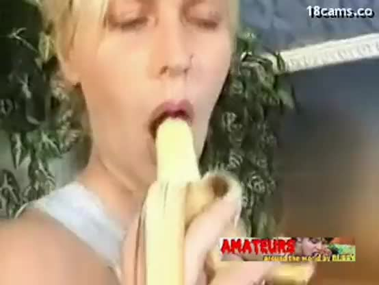 Old lesbians eating banana and make foot worship